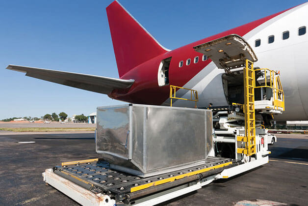 Loading an aeroplane for air freight