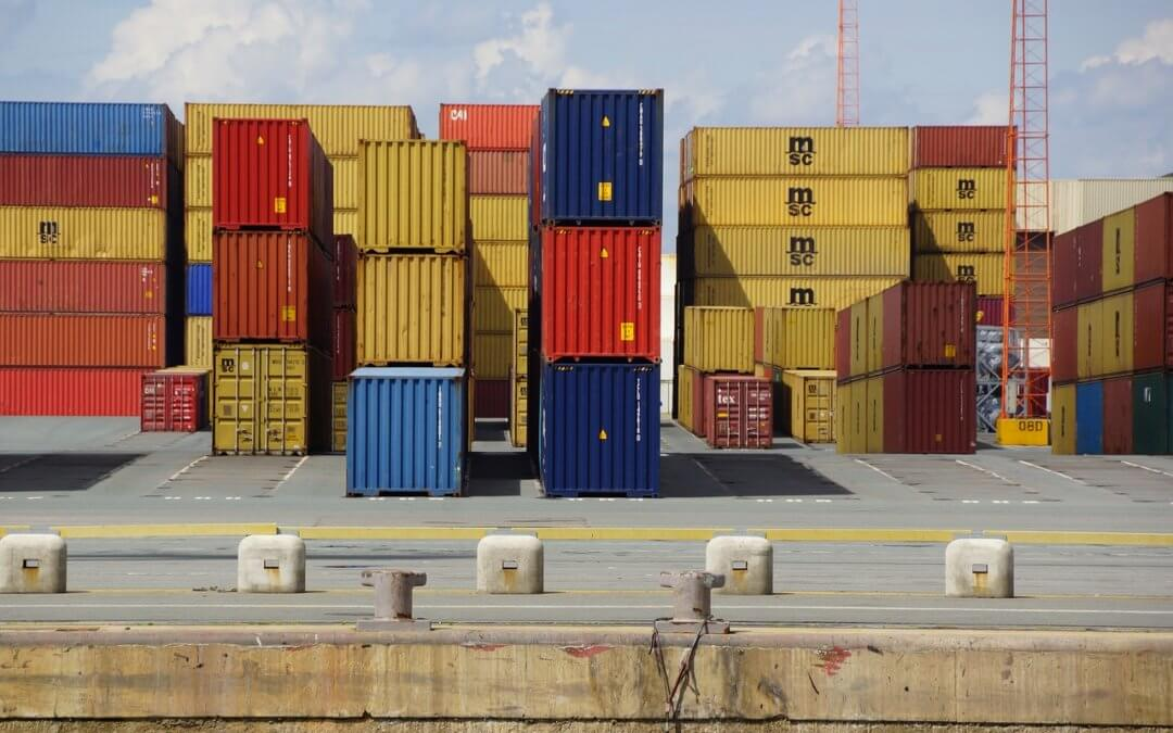 Sea Freight vs Air Freight: Pros and Cons